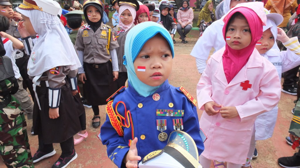 Siswa PG-TK Al Muslim mengenakan kostum pahlawan