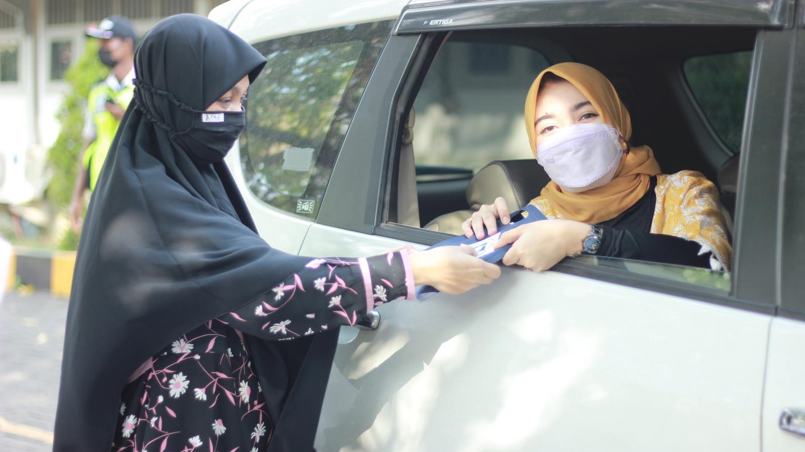 Distribusi Gawai untuk Siswa Al Muslim